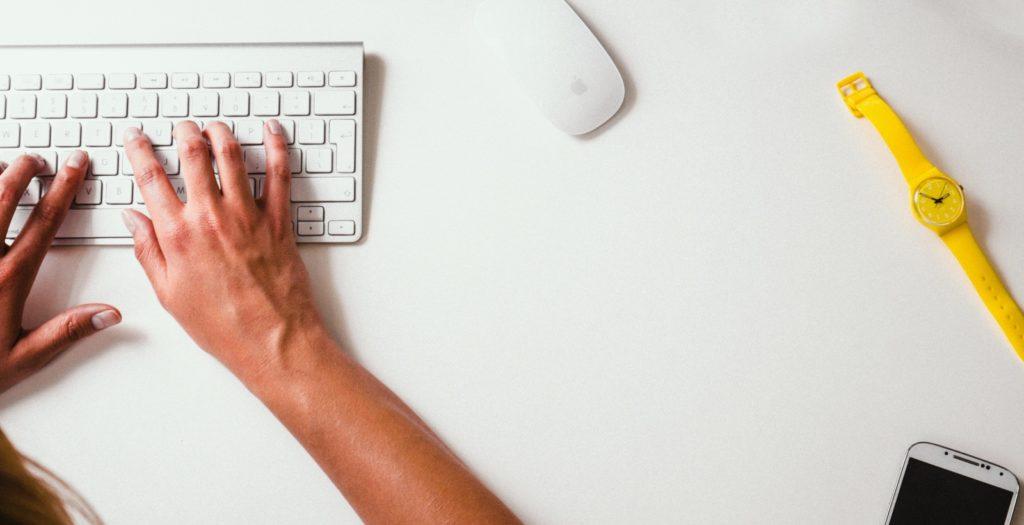 laptop-desk-computer-mac-mobile-writing-779902-pxhere.com